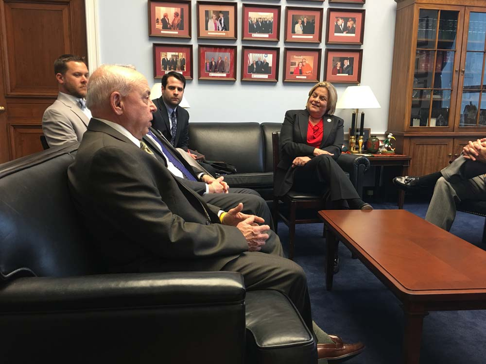 Sportfishing industy members meet with Members of Congress to discuss the importance of our industry